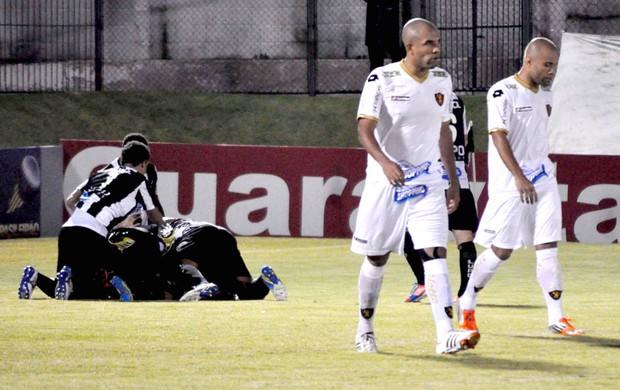 Comemoração do ABC contra o Sport (Foto: Frankie Marcone / Agência Estado)