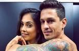 Tata Moreno e marido fazem tatuagens iguais