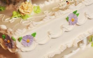 Bolo de casamento decorativo do Chuck