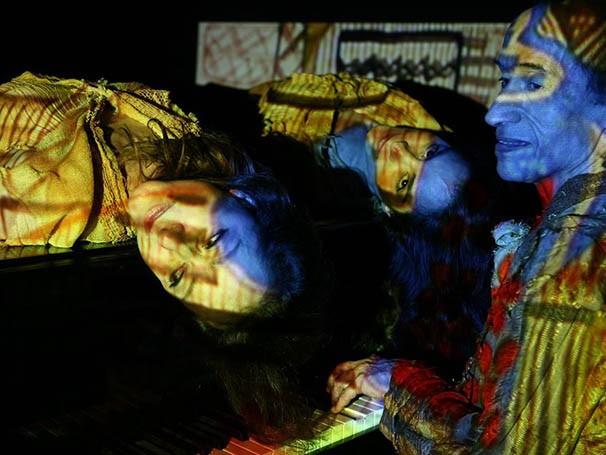 Espetáculo conta a história de Nise da Silveira e seu reconhecimento no tratamento da esquizofrenia no Brasil (Foto: Divulgação)