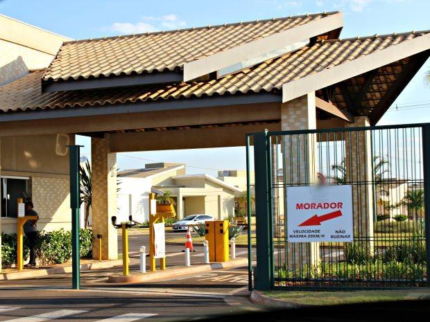 Condomínio onde ocorreu a possível injúria entre a servidora e a funcionária (Foto: Graziela Rezende/G1 MS)