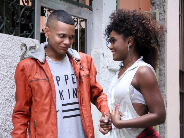 MC Duduzinho e Erika Januza em gravação de clipe no Rio (Foto: Rodrigo dos Anjos/ Divulgação)