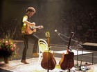 Música é 'trabalho solitário', desabafa Nando Reis em show em João Pessoa