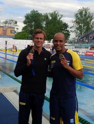Cesar Cielo e João Gomes Jr. com as medalhas de ouro do Aberto da França (Foto: Reprodução/Facebook)