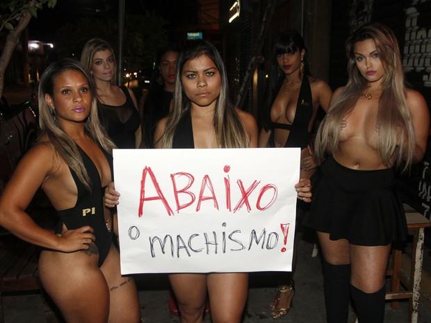 Musas protestam contra machismo (Foto: Celso Tavares / Ego)
