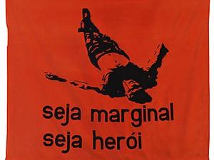 Bandeira original de Hélio Oiticica é exposta no Memorial Getúlio Vargas (Foto: Reprodução)