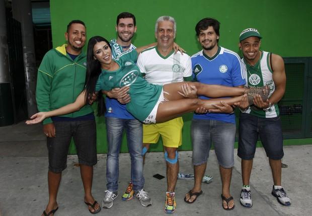 Cíntia Vallentim comemora conquista da Copa do Brasil no estádio do Palmeiras (Foto: Celso Tavares/EGO)