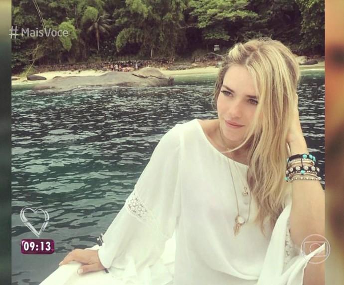 Monique de 'saída de praia' branca (Foto: TV Globo)