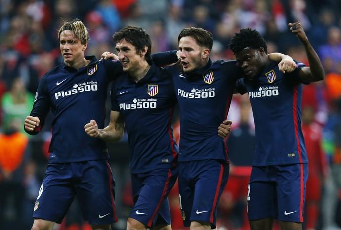 Fernando Torres, Stefan Savic, Saul Niguez e Teye Thomas comemoram classificação do Atlético de Madrid (Foto: Reuters / Ralph Orlowski)