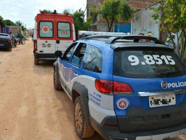 Samu chegou a ser acionado, mas a vítima não resistiu aos ferimentos  (Foto: Blogbraga/Repórter Elvis Araújo)