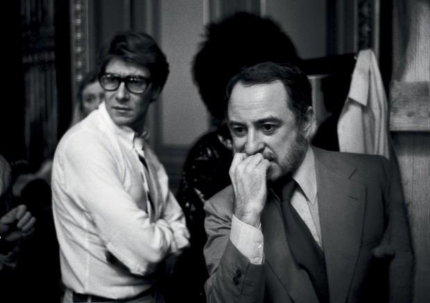 Yves Saint Laurent e Pierre Bergé em Paris, em 1978 (Foto: Derek Hudson / Getty Images, Reuters / Latinstock e Magnum / Latinstock)