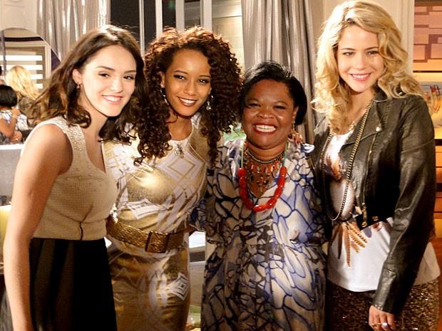 Marilene posa ao lado das Empreguetes (Foto: Cheias de Charme / TV Globo)