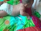 Priscila Pires posta foto do filho caçula engatinhando