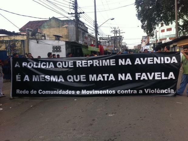 Manifestação na Maré após ação da polícia  (Foto: Isabela Marinho/G1)