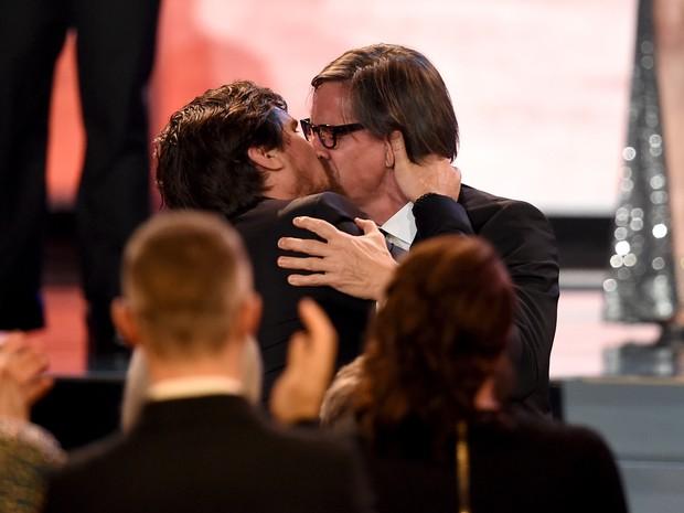 Roteirista Charles Randolph e Christian Bale em prêmio em Los Angeles, nos Estados Unidos (Foto: Kevin Winter/ Getty Images/ AFP)