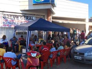 Cerca de 70% de servidores estão de greve no estado (Foto: Ísis Capistrano/ G1)