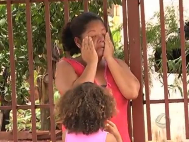 Moradora de Fátima do Sul pede que polícia investigue mortes (Foto: Reprodução/TV Morena)