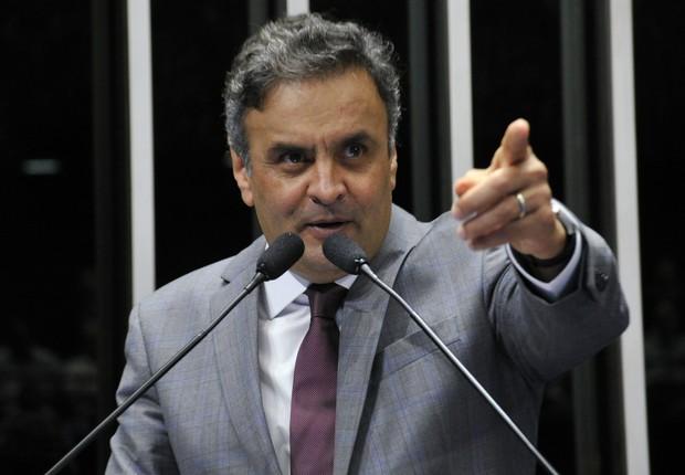 """O presidente nacional do PSDB, senador Aécio Neves (MG) afirmou que a presidente Dilma Rousseff """"parece querer terceirizar responsabilidades"""" sobre a economia (Foto: Geraldo Magela/Agência Senado)"""