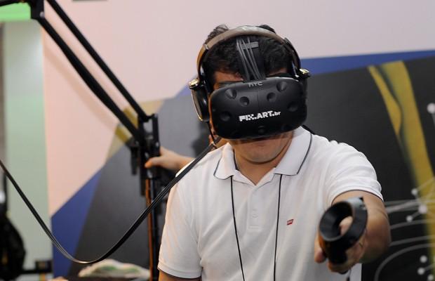 Salão de SP tem simuladores e jogos com realidade virtual (Foto: Alan Morici/G1)