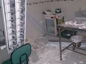 Destroços do avião destruíram parte do pet shop em Santos, SP   (Foto: G1)