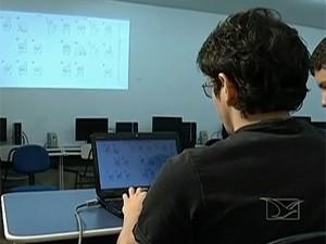 Estudantes do curso de Ciências da Computação do Ifma de Imperatriz desenvolveram programas para surdos (Foto: Reprodução/TV Mirante)