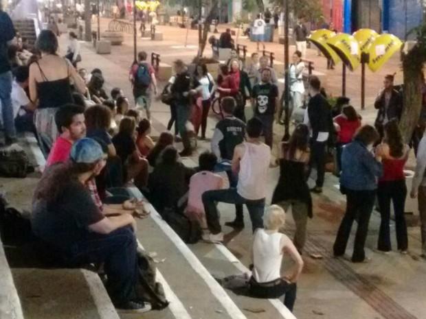Em Londrina, manifestantes se reuniram no calçadão (Foto: Júnior Evangelista/RPC)