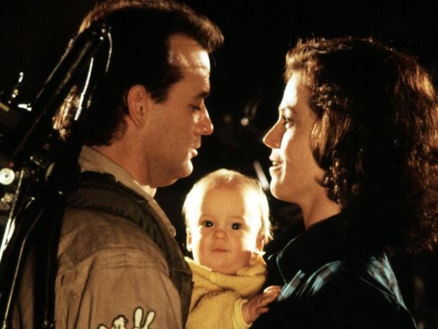 Bill Murray e Sigourney Weaver com Hank Deutschendorf em 'Os Caça-Fantasmas 2' (1989) (Foto: Reprodução)