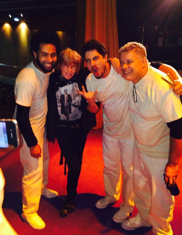Rita posa com a banda do musical (Foto: Guilherme Samora)