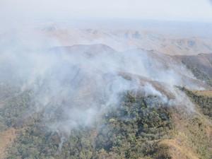 Brigadistas continuam tentando apagar incêndio no Parque de Chapada dos Guimarães (MT) (Foto: Luiz Gustavo Gonçalves/ICMBio)