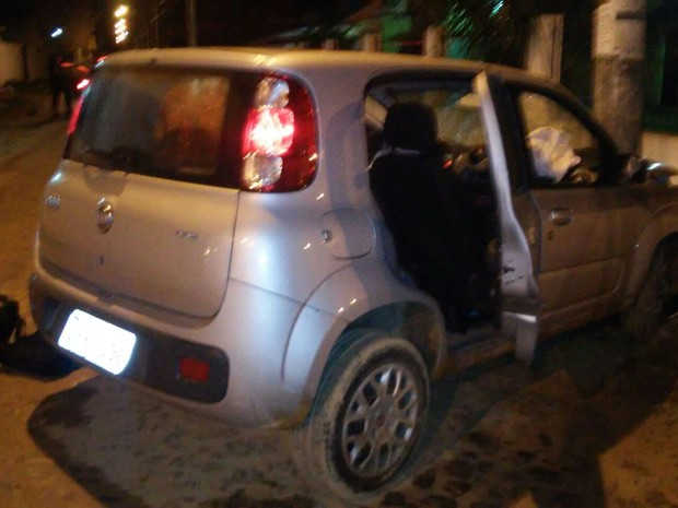 Grupo bateu veículo roubado (Foto: Divulgação / PM)