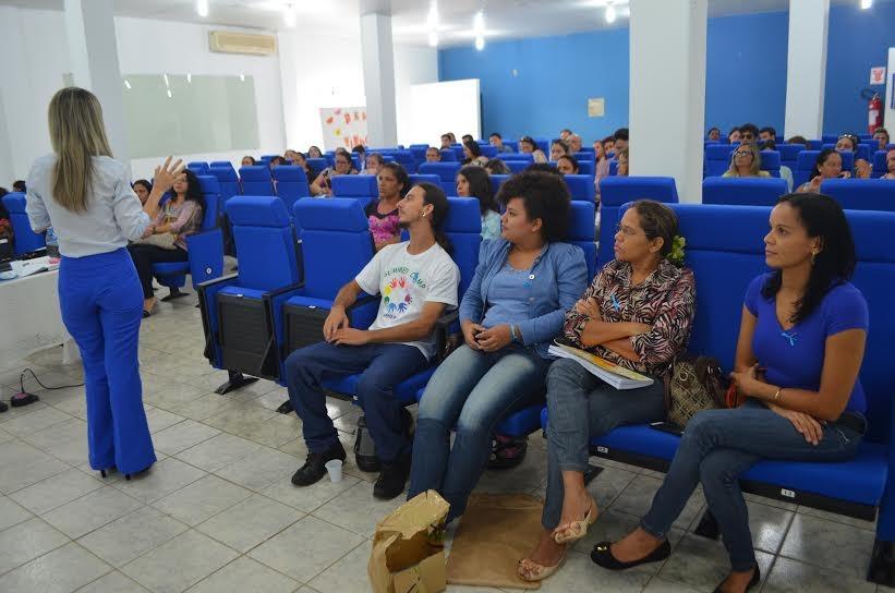 Médicos e enfermeiras receberam informações que ajudam no diagnóstico da doença (Foto: Pâmela Fernandes/G1)
