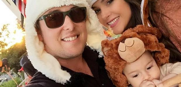 Fernanda, com o marido, Robert, e o bebê (Foto: Arquivo pessoal/ Fernanda Machado)