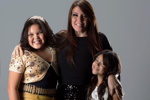 Simony e as filhas (Foto: Fábio Tieri/ Divulgação)