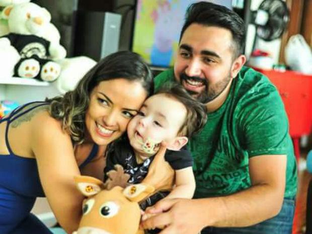 Família espera arrecadar R$ 1 milhão para o tratamento do filho na Itália (Foto: Michele Hubie/Arquivo pessoal)