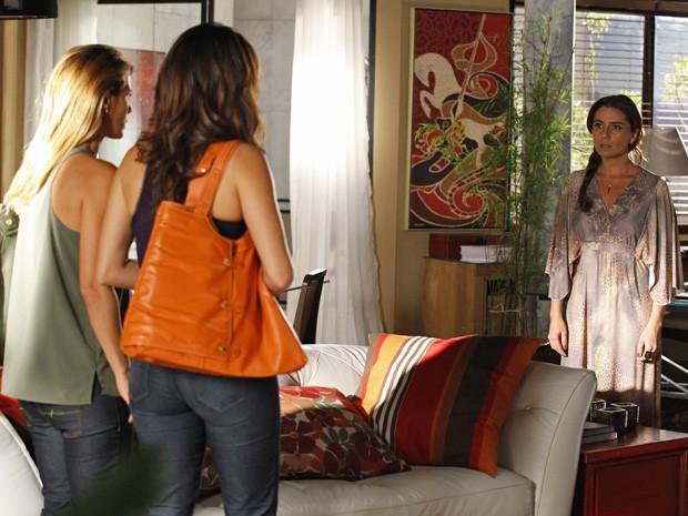 Helô acusa Morena e Jéssica de estarem envolvidas com prostituição (Foto: Salve Jorge/TV Globo)