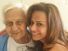 Noivo de Viviane Araújo lamenta a morte do sogro