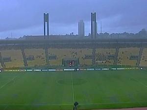 Castelão - chuva - Sampaio x Avaí (Foto: Reprodução/Premiere FC)