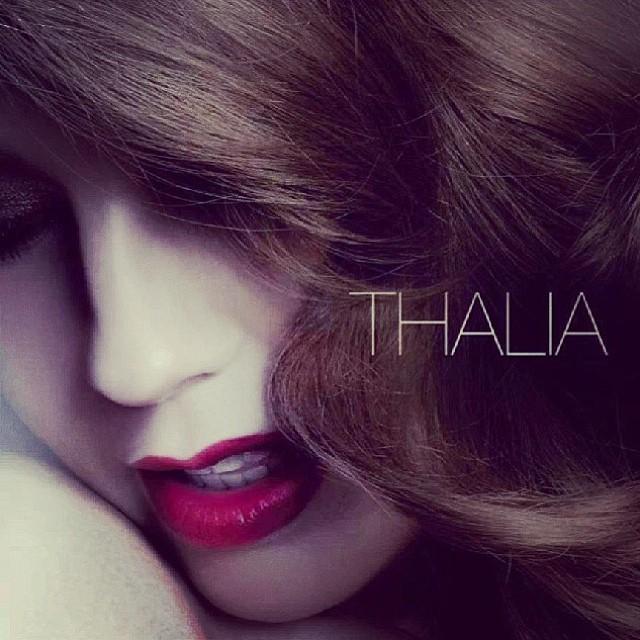 Capa da coletânea exclusiva de Thalia para o Brasil (Foto: Reprodução/Instagram)