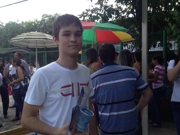 Marcelo Campelo, 21 anos, vai fazer pela primeira vez o exame da Ordem dos Advogados do Brasil  (Foto: Gilcilene Araújo/G1)