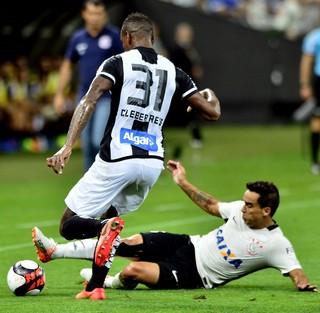 Cléber e Jadson Corinthians x Santos (Foto: Marcos Ribolli)
