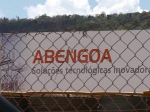 Funcionários temem que Abengoa realize demissões na região (Foto: Rodrigo Sargaço/EPTV)