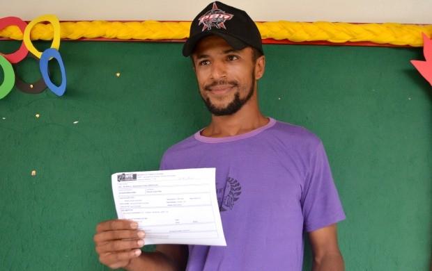 Produtor Rural Ricardo Reis tirou a carteira de trabalho pela primeira vez aos 25 anos (Foto: Murilo Lima)