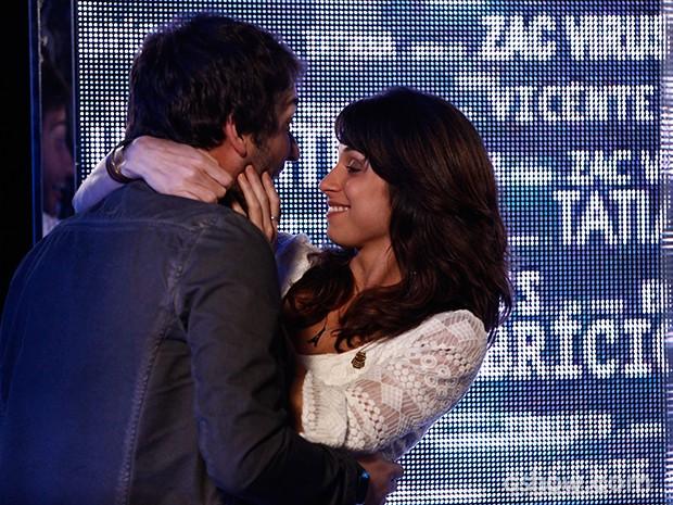 Davi e Manu combinam da comemorar na Gambiarra (Foto: Inácio Moraes / TV Globo)