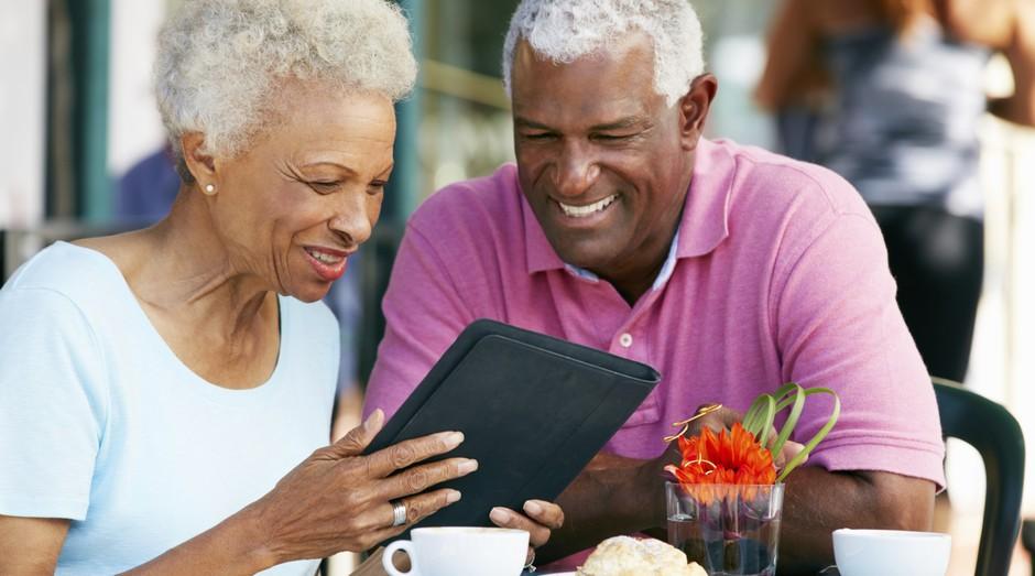Os idosos estão cada vez mais atentos em busca de um bom atendimento (Foto: Thinkstockphotos)