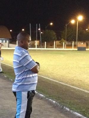 Luciano Almeida, técnico do Sub-20 e gerente de futebol do Ji-Paraná (Foto: Paula Casagrande)