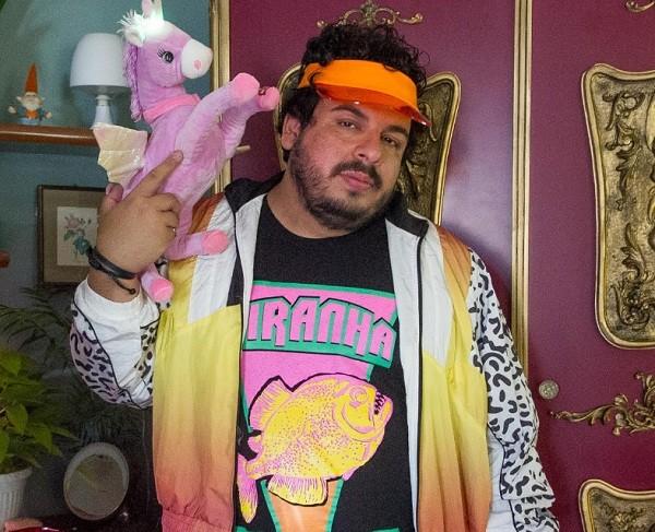 Luís Lobianco será transformado em Carlinhos, um gay simpático, depois de passar por armário mágico no longa  (Foto: Reprodução)