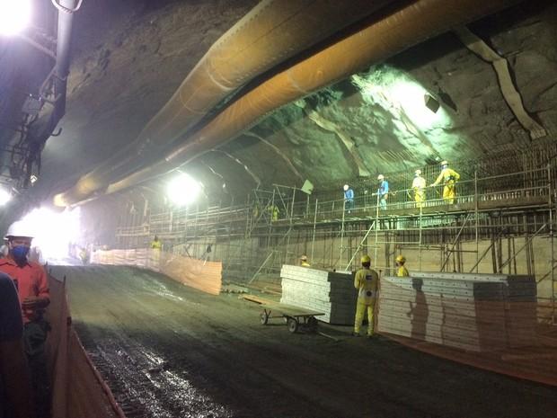 Túnel teve a última etapa de escavação nesta terça-feira (Foto: Matheus Rodrigues/ G1)