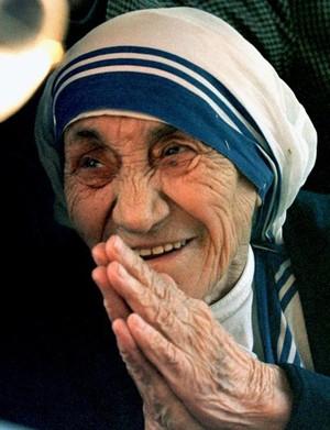 Madre Teresa será canonizada no domingo (Foto: Paolo Cocco/Reuters)