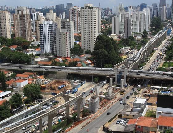 Obras do monotrilho da linha 17 do metrô, em São Paulo (Foto: Marcos Alves / Agencia O Globo)