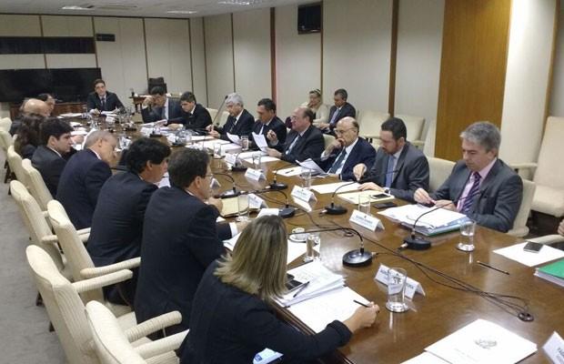 Reunião da equipe econômica do governo com o deputado Darcísio Perondi, relator da PEC do teto de gastos (Foto: Fabio Paiva/Divulgação/Assessoria do deputado Darcísio Perondi)